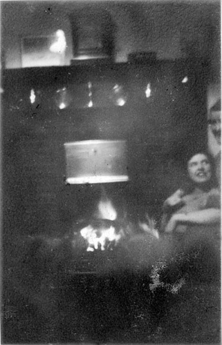 with Mummy at the fire December '44 png cor