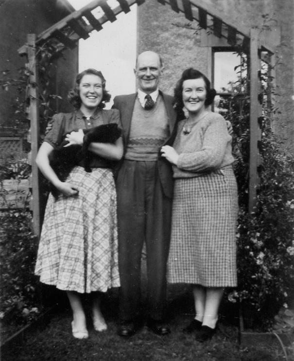 Mum, Dad, Len garden 1945 png