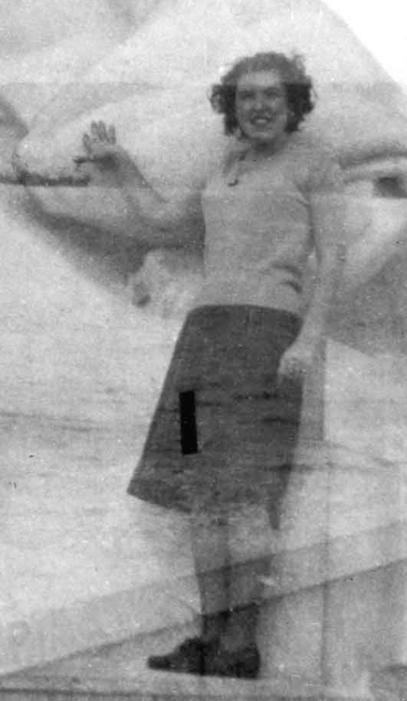 Len in CU, Chsistmas '48 png